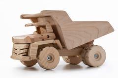 Αυτοκίνητο παιχνιδιών φορτηγών απορρίψεων φιαγμένο από ξύλο Στοκ εικόνα με δικαίωμα ελεύθερης χρήσης