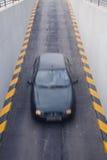 αυτοκίνητο που εισάγει το γκαράζ Στοκ εικόνες με δικαίωμα ελεύθερης χρήσης