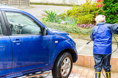 Αυτοκίνητο που καθαρίζει ένα SUV Daihatsu Terios Στοκ εικόνα με δικαίωμα ελεύθερης χρήσης
