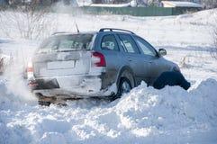 Αυτοκίνητο που κολλιέται στο asnow Στοκ Εικόνες