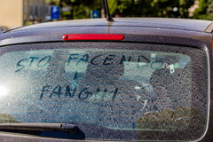 αυτοκίνητο που παίρνει το λουτρό λάσπης Στοκ Εικόνες
