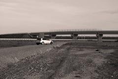 Αυτοκίνητο που σταθμεύουν στον τομέα Στοκ φωτογραφία με δικαίωμα ελεύθερης χρήσης