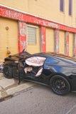 Αυτοκίνητο που συντρίβεται στην οικοδόμηση Στοκ φωτογραφία με δικαίωμα ελεύθερης χρήσης