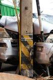 Αυτοκίνητο που συντρίβεται στον πόλο δύναμης Στοκ Φωτογραφία