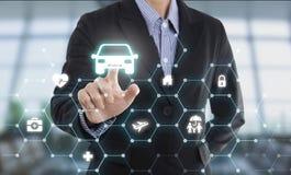 αυτοκίνητο προστασίας κουμπιών συμπίεσης χεριών πρακτόρων επιχειρησιακών πωλητών Στοκ Εικόνες