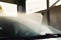Αυτοκίνητο πλύσης στο πλύσιμο αυτοκινήτων Στοκ φωτογραφία με δικαίωμα ελεύθερης χρήσης