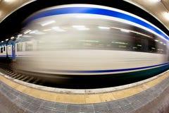 Αυτοκίνητο σιδηροδρόμου στο σταθμό στοκ φωτογραφίες