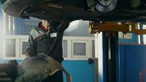 Αυτοκίνητο στην αυτόματη υπηρεσία που ανυψώνει για την επισκευή, ολισθαίνων ρυθμιστής φιλμ μικρού μήκους