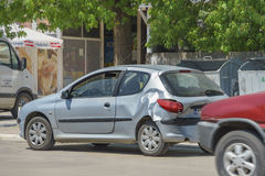 Αυτοκίνητο στην οδό μετά από το ατύχημα Στοκ Φωτογραφίες