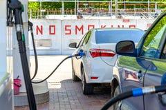 Αυτοκίνητο στο βενζινάδικο Στοκ Εικόνες