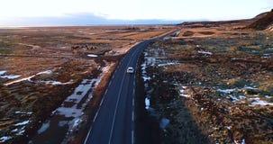 Αυτοκίνητο στο δρόμο το χειμώνα φιλμ μικρού μήκους