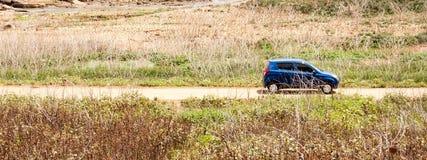 Αυτοκίνητο στο δευτερεύοντα δρόμο χωρών Στοκ φωτογραφία με δικαίωμα ελεύθερης χρήσης
