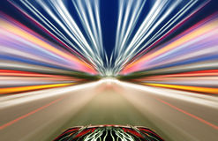Αυτοκίνητο στο δρόμο με το υπόβαθρο θαμπάδων κινήσεων Στοκ εικόνες με δικαίωμα ελεύθερης χρήσης