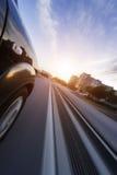 Αυτοκίνητο στο δρόμο με το υπόβαθρο θαμπάδων κινήσεων Στοκ εικόνα με δικαίωμα ελεύθερης χρήσης