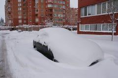 Αυτοκίνητο στο χιόνι στοκ φωτογραφίες με δικαίωμα ελεύθερης χρήσης