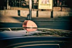 Αυτοκίνητο ταξί στην οδό στοκ φωτογραφία με δικαίωμα ελεύθερης χρήσης