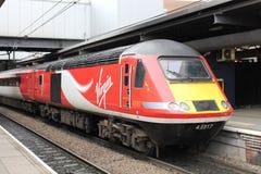 Αυτοκίνητο δύναμης τραίνων τραίνου υψηλής ταχύτητας (HST) τραίνων της Virgin, σταθμός του Λιντς Στοκ φωτογραφία με δικαίωμα ελεύθερης χρήσης