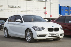 Αυτοκίνητο BMW 1 σειρά, άσπρο χρώμα Στοκ φωτογραφία με δικαίωμα ελεύθερης χρήσης