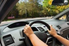 αυτοκίνητο copyspace που οδηγεί τη μέσα παρεχόμενη όψη Στοκ Φωτογραφίες