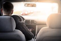 αυτοκίνητο copyspace που οδηγεί τη μέσα παρεχόμενη όψη στοκ εικόνα