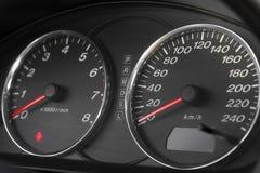 αυτοκινητικό ταχύμετρο στοκ εικόνες