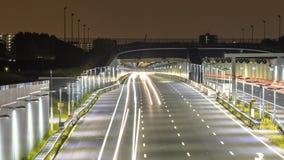 Αυτοκινητόδρομος με την είσοδο σηράγγων τη νύχτα στοκ φωτογραφίες