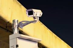 Αυτοκινητόδρομος CCTV τη νύχτα κάτω από τον αυτοκινητόδρομο Στοκ Εικόνες