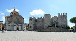 Αυτοκράτορες Castle και εκκλησία της Σάντα Μαρία delle Carceri σε Prato στοκ φωτογραφία με δικαίωμα ελεύθερης χρήσης