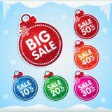 Αυτοκόλλητες ετικέττες σφαιρών Χριστουγέννων για την πώληση Χριστουγέννων με τα τοις εκατό μακριά διανυσματική απεικόνιση