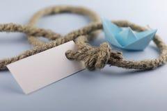 Αυτοκόλλητη ετικέττα με το παχύ πλεγμένο origami εγγράφου σχοινιών και σκαφών Στοκ φωτογραφίες με δικαίωμα ελεύθερης χρήσης