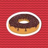 Αυτοκόλλητη ετικέττα βερνικωμένο doughnut στο κόκκινο ριγωτό υπόβαθρο Γραφικά στοιχεία σχεδίου για τις επιλογές, αφίσα, φυλλάδιο  Στοκ Φωτογραφία