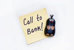 Αυτοκόλλητη ετικέττα - κλήση στην τράπεζα και τον αστείο τυφλοπόντικα Στοκ Φωτογραφίες