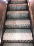 Αυτόματα σκαλοπάτια Στοκ εικόνες με δικαίωμα ελεύθερης χρήσης