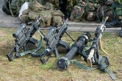 Αυτόματα όπλα στο έδαφος στοκ εικόνες