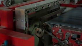 Αυτόματη τοποθετημένη σε στρώματα παραγωγή χαρτονιού απόθεμα βίντεο