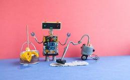 Αυτόματος καθαρίζοντας εξοπλισμός πλυντηρίων ρομπότ Δημιουργικός mopping καθαρισμός παιχνιδιών σχεδίου cyborg με τη μηχανή ηλεκτρ Στοκ φωτογραφία με δικαίωμα ελεύθερης χρήσης
