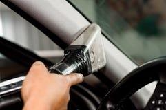 Αυτόματο αυτοκινήτων αυτοκίνητο, καθαρισμός και σκούπισμα με ηλεκτρική σκούπα υπηρεσιών καθαρίζοντας Στοκ εικόνα με δικαίωμα ελεύθερης χρήσης