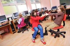 Αυτό εκπαίδευση με τα παιδιά στο σχολείο στοκ φωτογραφίες