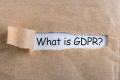 Αυτό που είναι γενικό κανονισμός προστασίας δεδομένων ή GDPR - σημειώστε στο σχισμένο καφετή φάκελο στοκ εικόνες με δικαίωμα ελεύθερης χρήσης
