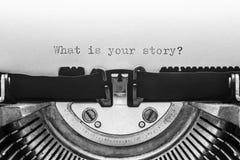 Αυτό που είναι η ιστορία σας που δακτυλογραφείται σε μια εκλεκτής ποιότητας γραφομηχανή Στοκ εικόνες με δικαίωμα ελεύθερης χρήσης