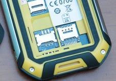 Αυλάκωση για τις διπλές κάρτες SIM Κινηματογράφηση σε πρώτο πλάνο φωτογραφιών Στοκ εικόνες με δικαίωμα ελεύθερης χρήσης