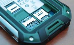 Αυλάκωση για τις διπλές κάρτες SIM Κινηματογράφηση σε πρώτο πλάνο φωτογραφιών Στοκ Εικόνες