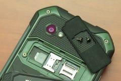 Αυλάκωση για τις διπλές κάρτες SIM Κινηματογράφηση σε πρώτο πλάνο φωτογραφιών Στοκ Φωτογραφίες