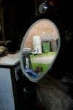 Αυλή στον οπισθοσκόπο καθρέφτη Στοκ φωτογραφίες με δικαίωμα ελεύθερης χρήσης