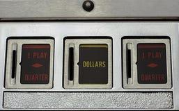 Αυλακώσεις νομισμάτων μιας Pinball μηχανής Στοκ εικόνα με δικαίωμα ελεύθερης χρήσης
