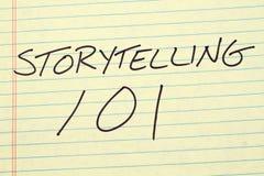 Αφήγηση 101 σε ένα κίτρινο νομικό μαξιλάρι Στοκ Φωτογραφίες