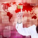 αφή οθόνης ώθησης διαπροσωπειών χεριών κουμπιών στοκ φωτογραφία με δικαίωμα ελεύθερης χρήσης