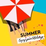 Αφίσα για το καλοκαίρι, νέα γυναίκα τοπ άποψης σε swimwear και ομπρέλα, διανυσματική απεικόνιση ελεύθερη απεικόνιση δικαιώματος