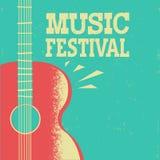 Αφίσα μουσικής με την ακουστική κιθάρα στο παλαιό αναδρομικό υπόβαθρο με το τ απεικόνιση αποθεμάτων