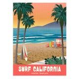 Αφίσα ταξιδιού σερφ παραλιών Καλιφόρνιας με το ηλιοβασίλεμα και τους φοίνικες απεικόνιση αποθεμάτων